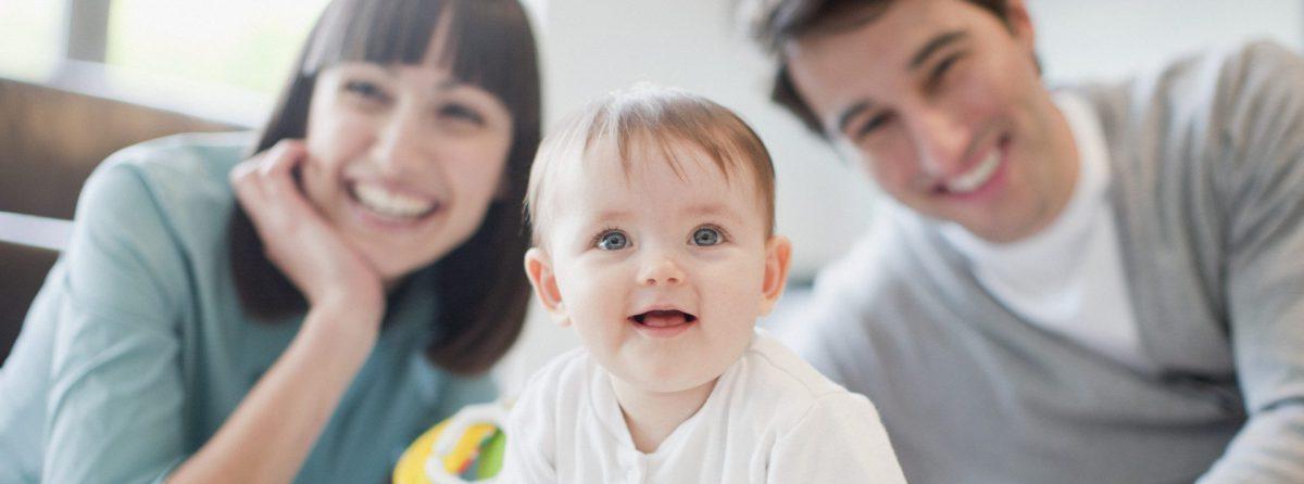 Немка вынуждена усыновить собственного ребенка после того, как его родила суррогатная мама