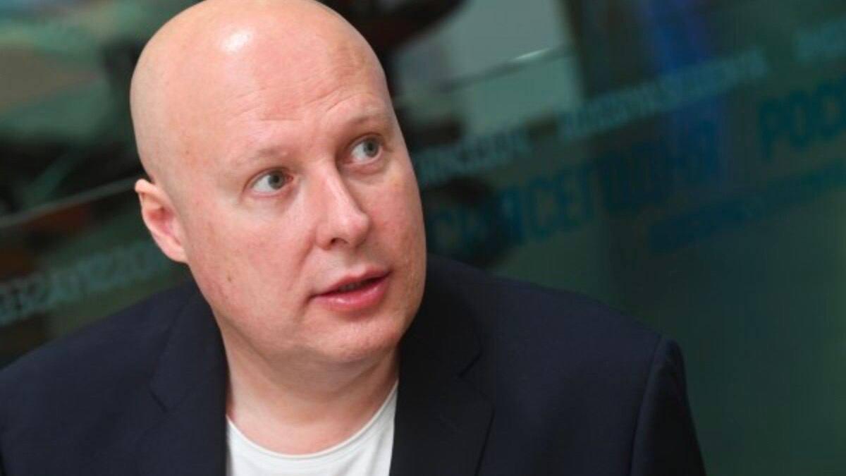 Директор компании «Росюрконсалтинг» Константин Свитнев поздравил с днём рождения своего друга и коллегу